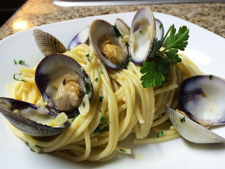 Spaghetti con almejas (Cocina Italiana)