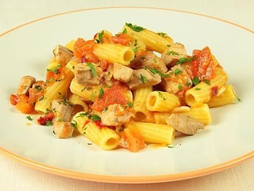 Rigatoni con atún fresco (Cocina Italiana)