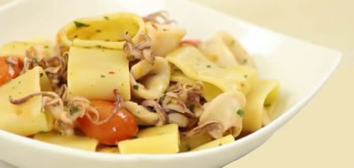 Calamarata – Pasta con calamares (Cocina napolitana – Italia)