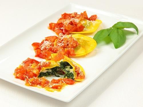 Ravioli rellenos de espinacas y queso ahumado