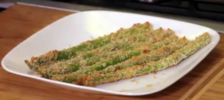 Espárragos al horno con pistachos