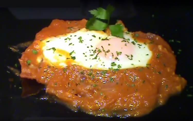 Magras de jamón con tomate y huevo