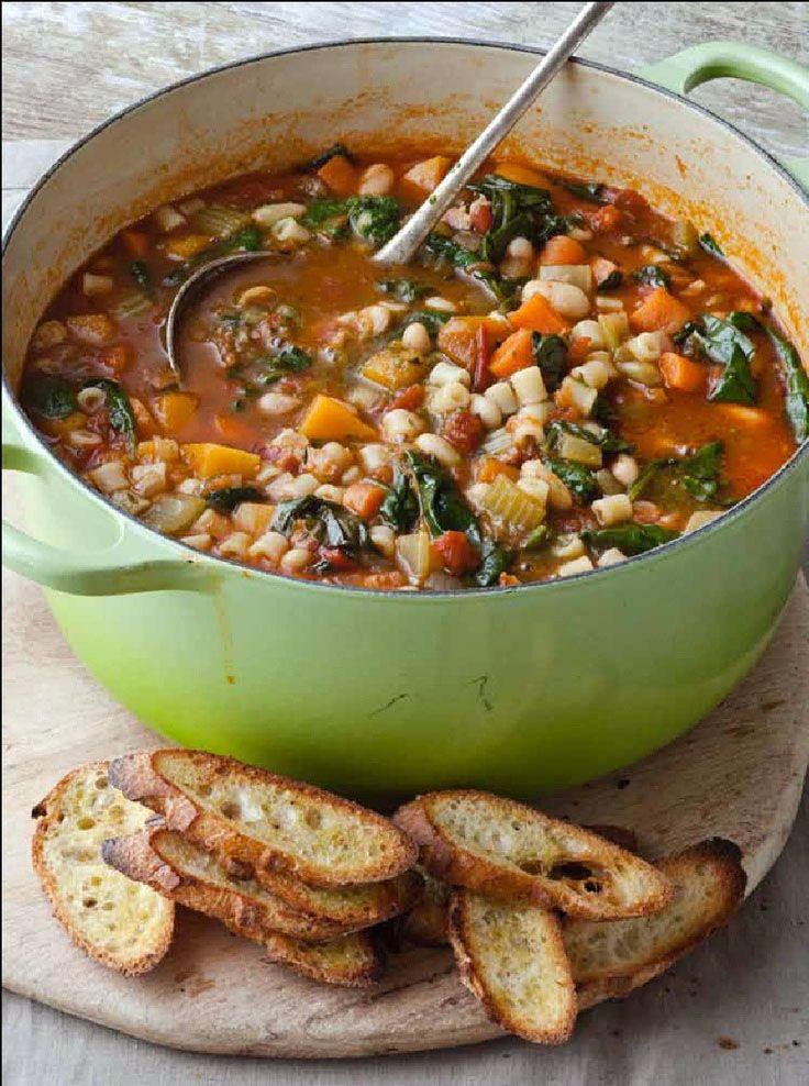 Minestrone o sopa de verduras (cocina italiana)