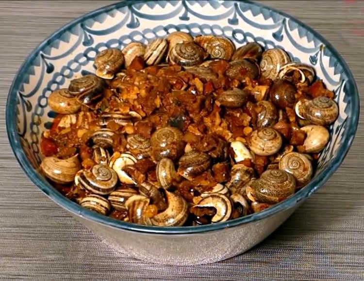 Caracoles en salsa con chorizo y jamón