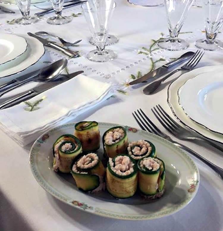 Rotolini di zucchine con spuma al prosciutto