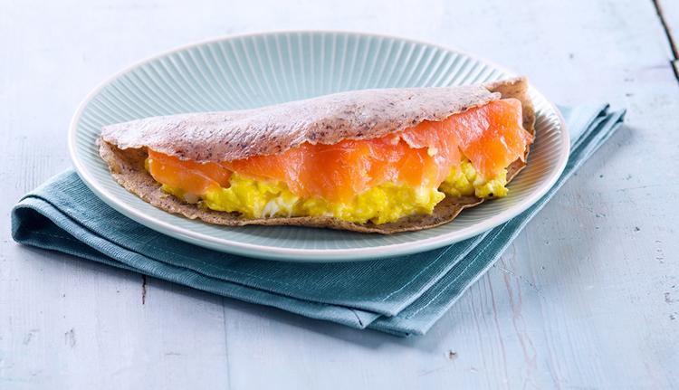 Crepas con Salmón Noruego ahumado y huevos revueltos